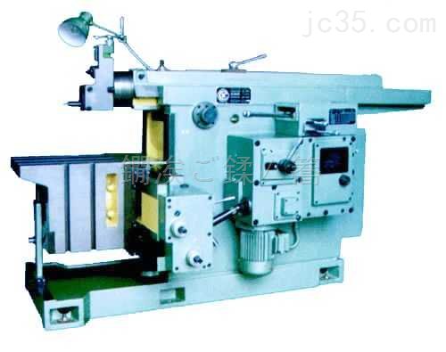 牛头刨床是以电动机和齿轮传动切削加工零件的